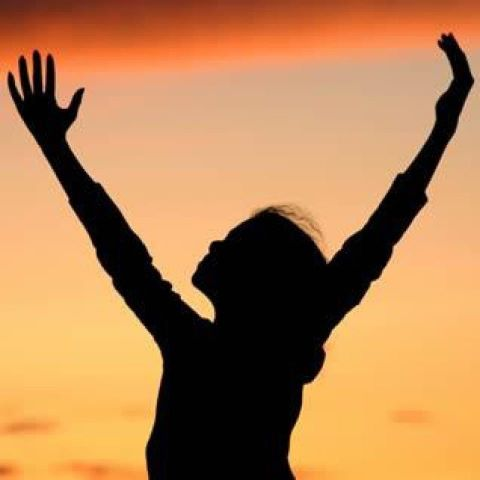 2012-3-12-2012-Woman-Praising-God